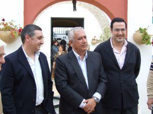 Javier Arenas en la visita a El Cuervo