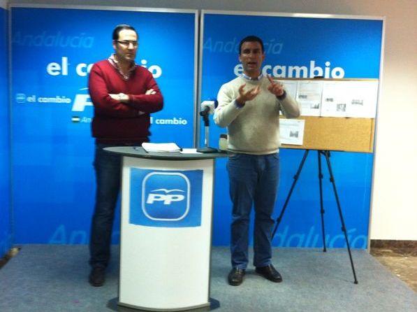 Silvestre Castells junto al portavoz lebrijano del PP