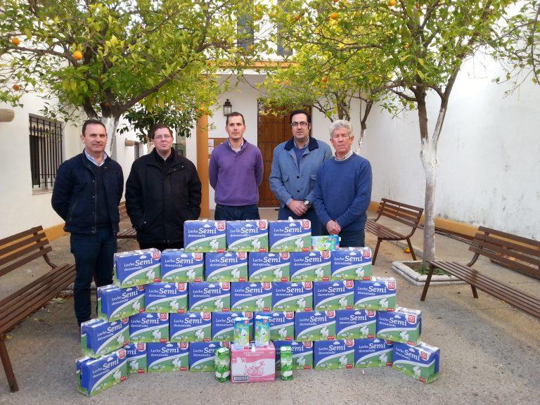 El PP entrega más de 200 litros de leche recaudados en la cuarta edición de la campaña 'Populares Solidarios'