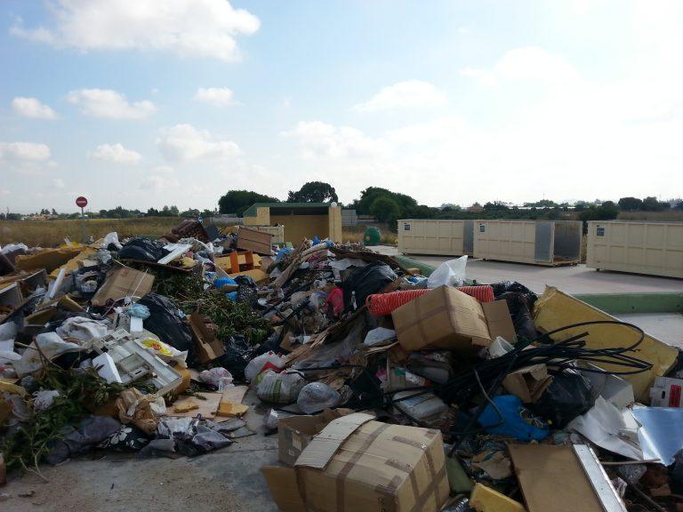 El PP exige al Ayuntamiento socialista que ponga en servicio el punto limpio, terminado desde hace tres años