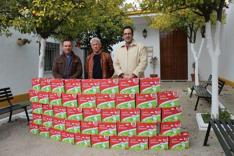 """La 5ª edición de la campaña """"Populares Solidarios"""" entrega a Cáritas 270 litros de leche"""