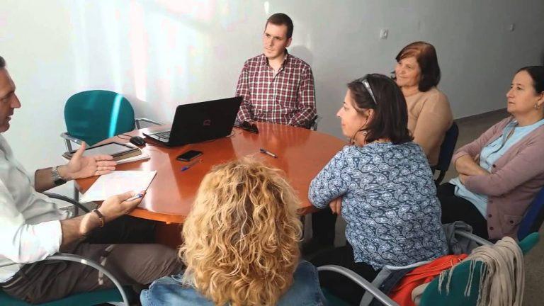 El Candidato Oliva se reúne con la Asociación de Mujeres Cruz de mayo